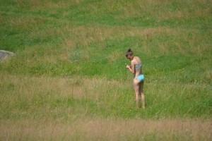 3-cornisa-nu-i-deschisa-sezonul-de-plaja-a-inceput-iar-cu-topless-langa-cimitir-galerie-foto