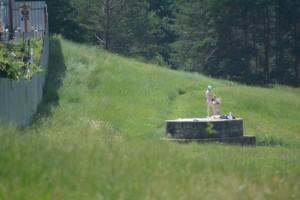 4-cornisa-nu-i-deschisa-sezonul-de-plaja-a-inceput-iar-cu-topless-langa-cimitir-galerie-foto