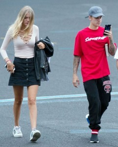 Justin-Bieber-and-Bronte-Blampied-at-Battersea-Heliport-to-take-a-helicopter-to-V-festival