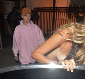 156099, Justin Bieber spotted checking out female companion Bronte Blampied whilst leaving Tape Nightclub. Bronte had a wardrobe malfunction as she was got into the car. London, United Kingdom - Sunday August 21, 2016. Photograph: ¿ Palace Lee, PacificCoastNews. Los Angeles Office: +1 310.822.0419 UK Office: +44 (0) 20 7421 6000 sales@pacificcoastnews.com FEE MUST BE AGREED PRIOR TO USAGE