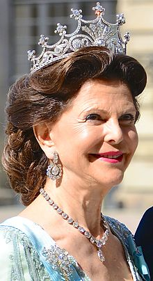 220px-queen_silvia_of_sweden_june_8_2013_cropped
